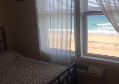 misquamicut-beach-front-inn-hotel-room-12