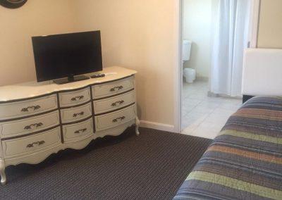 misquamicut-beach-front-inn-hotel-room-7